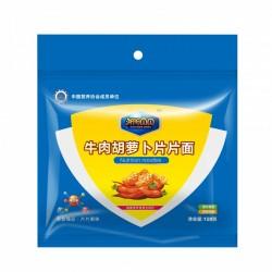 采用现代制面工艺制作的牛肉胡萝卜片片面 形状美观 营养丰富